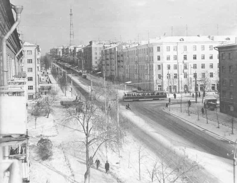 Трамвай на перекрестке Пушкинская - Ленина. Ижевск.