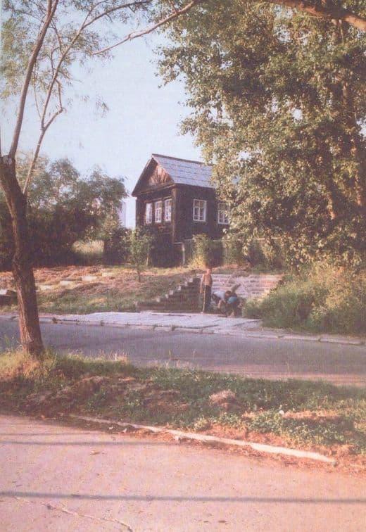 Родник №52 в районе дома-музея Пастухова И.Д. в Ижевске. Фото 1999 г. Из книги Родники Ижевска.