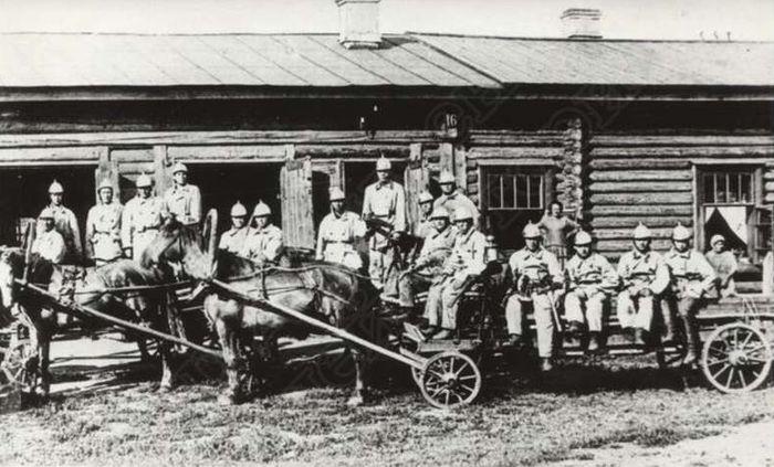 Пожарная команда Ижевского завода, фотография примерно 1900 год. ГКУ «ЦДНИ УР».