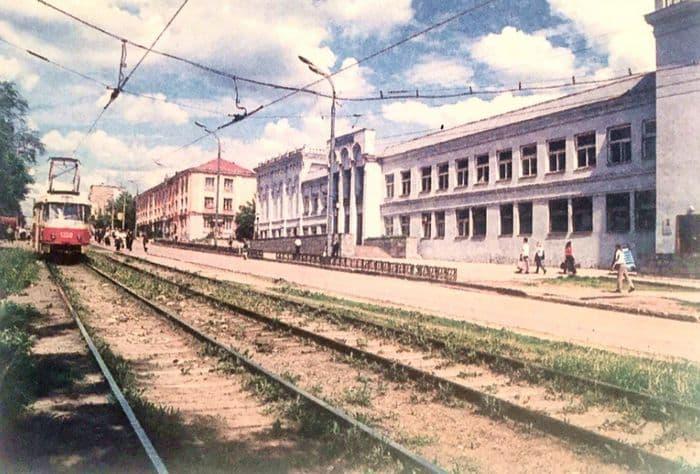 Театр имени Короленко. Фото: 2001 год Ижевск.