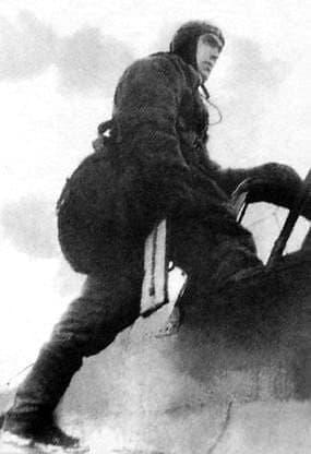 Девятьяров А.А перед боевым вылетом. 1944 г.