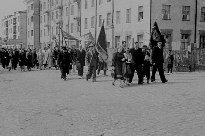 Первомайская демонстрация на ул.Советской Ижевск. Фото Б.Мусиенко, 1947-1953 г.