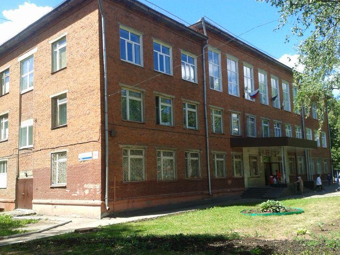 Школа №58. Улица Краева 50. Ижевск. Фото 25 июня 2019 г., 13:20. ДВА.