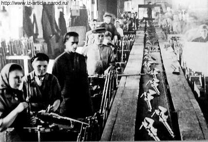 Ижмаш в годы ВОВ. Сборка винтовок образца 1891/30 года.