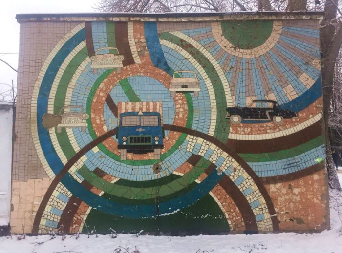 Панно на улице Владивостокской в Ижевске.