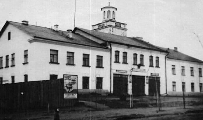 Пожарная часть на К.Либкнехта, 46. Фото 1950 г. Ижевск.