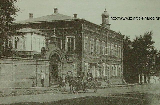 Успенская Крестовая церковь при Архиерейском доме.
