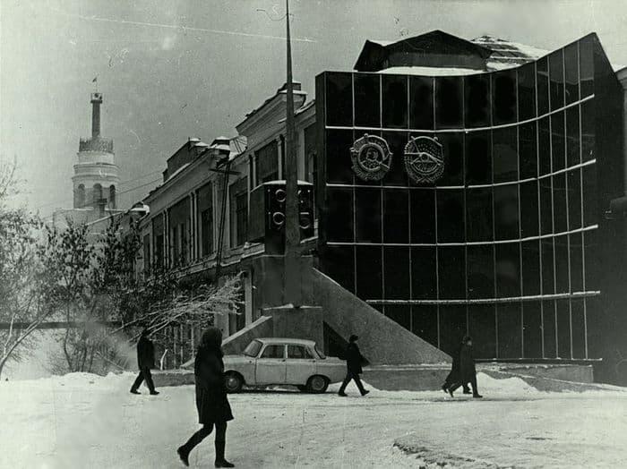 Монумент славы, посвященный подвигу ижевских машиностроителей в годы Великой Отечественной войны. Башня Ижмаша.