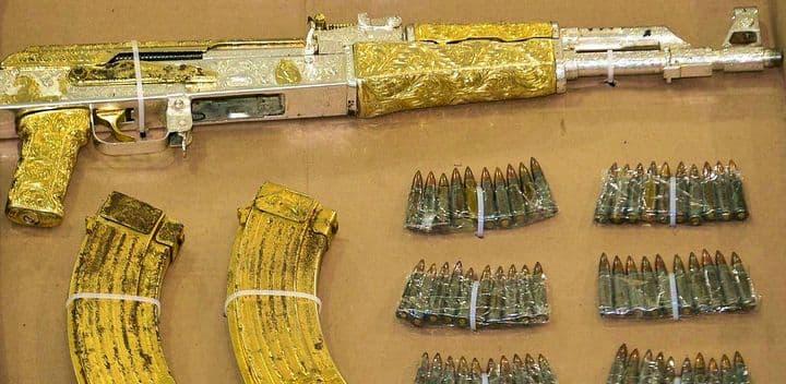 Золотой АК-47 полиция Гондураса конфисковала у известного наркобарона Рамиро Гонсалеса.