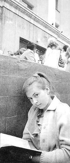Студентка технического вуза. Фото 1990-х годов. Ижевск.