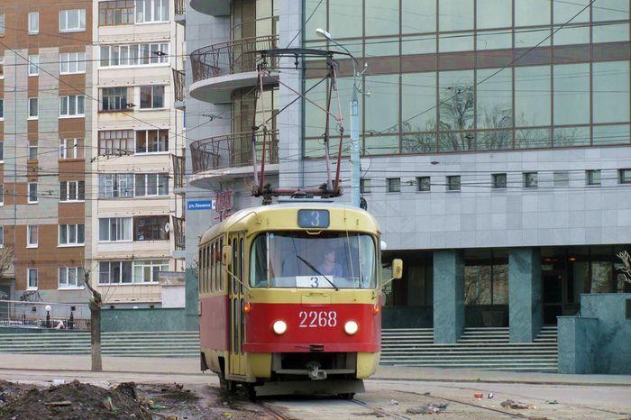 Трамвай №3. Дома Ленина 45 и Ленина 38. Ижевск.
