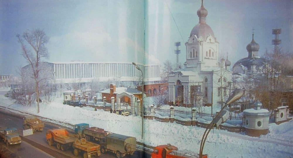 Улица Советская. Ледовый дворец. Свято-Троицкая церковь. Ижевск.