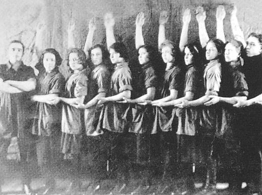 """Выступление """"Синеблузников"""" клуба им. С.М.Кирова ст.Балезино. 1927 г."""