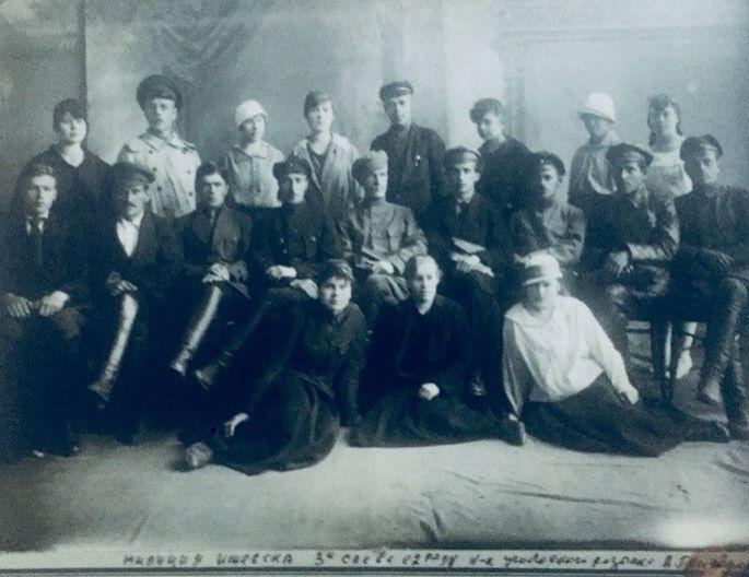 Сотрудники Ижевской городской рабоче-крестьянской милиции. Фото: конец 1918 года, ЦГА УР.