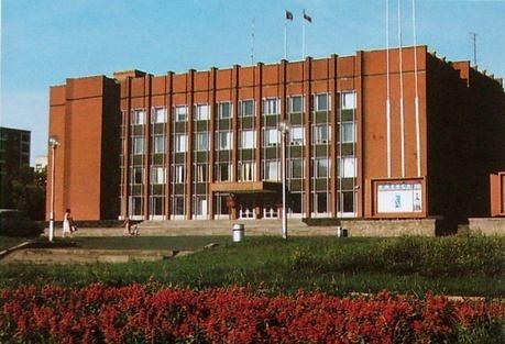 Здание администрации Ижевска. Пушкинская улица, 276.