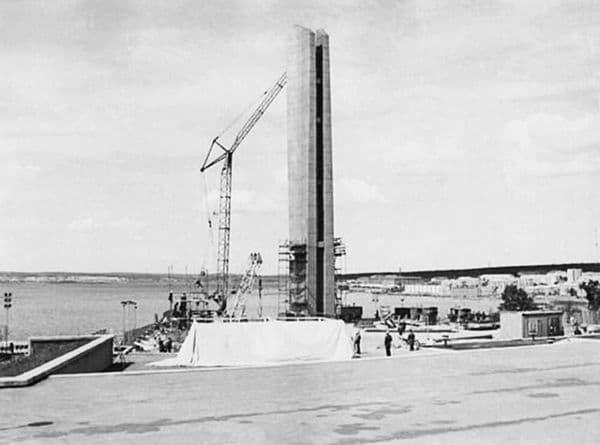 Фото 1972 год. Монумент Дружбы народов почти закончен. Автор фото - Марк Анатольевич Томилов (фото из личного архива С.Н. Селиванского).