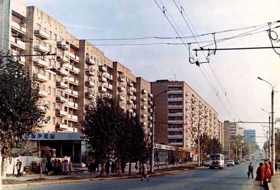 Улица Максима Горького. Магазин - Подарки. 1977 год. Ижевск.