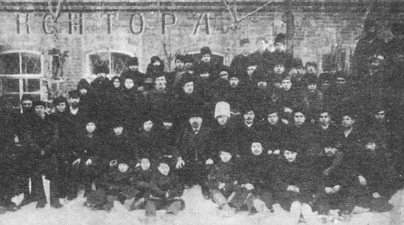 Рабочие и служащие оружейной фабрики Березина Н.И. 1915г. Ижевск