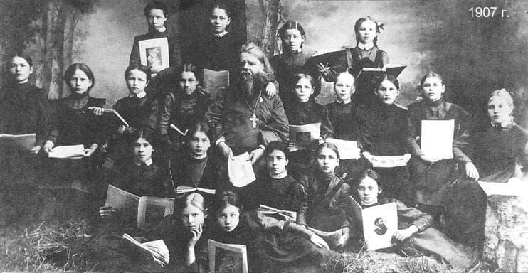 Женская гимназия. Ижевск 1907 г.