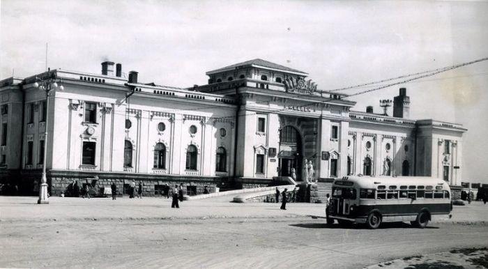 Здание вокзала Ижевска. 1955 г. Российский этнографический музей. Госкаталог. Ижевск.