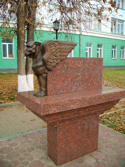 Памятник В.А. Журавлеву, ректору УдГУ.