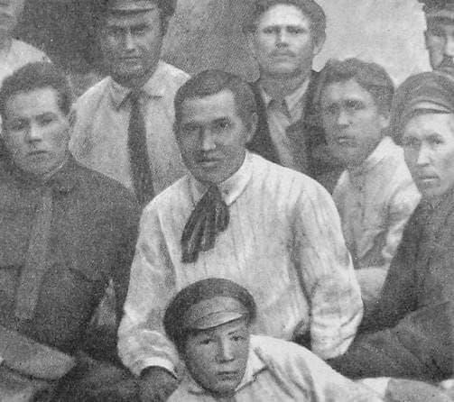 Кузебай Герд (в центре) среди делегатов съезда учителей. Ижевск. 1924 г.