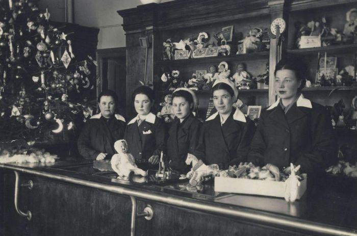 """Предновогодний """"Детский мир"""". Фото конца 1950-х годов. Ижевск."""