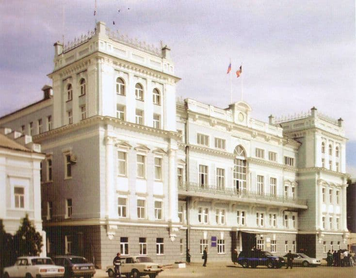 Здание городской администрации, бывшее здание Окружного суда Сарапула.