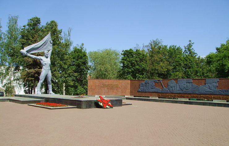 Монумент боевой и трудовой славы в Ижевске. 2016 г. ДВА.