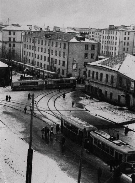 Перекресток улиц Ленина и К.Маркса, старый Ижевск. 1960-ые годы. Дом Бодалева - первый справа.