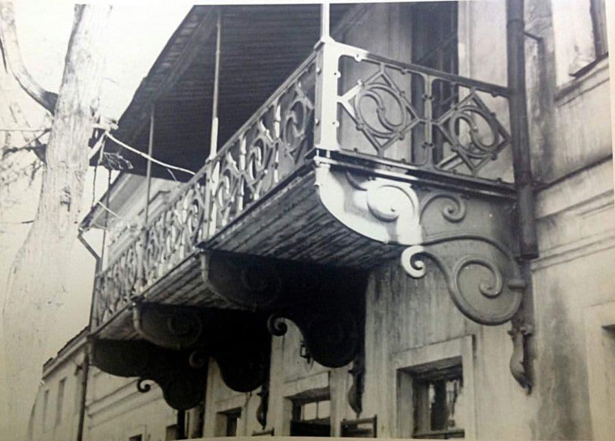 Балкон генеральского дома. Ижевск. Фото: 1970-е годы.