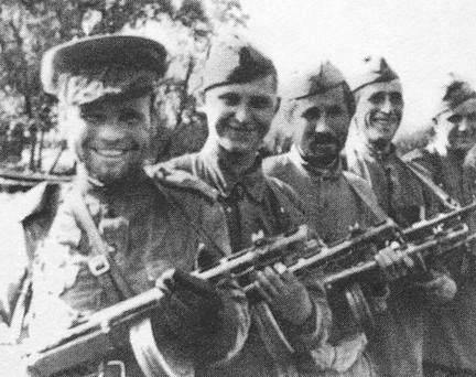 Рота Зайцева В.П. (первый слева)